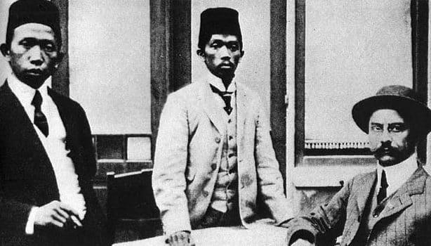 """""""Nasionalisme Di Indonesia"""" Pengertian & ( Faktor Yang Mendorong Lahirnya )"""