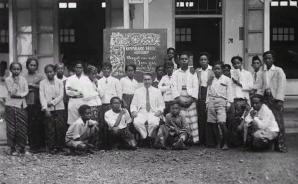 """""""Pendidikan Barat Di Indonesia"""" Sejarah & ( Pengaruh Perkembangan )"""