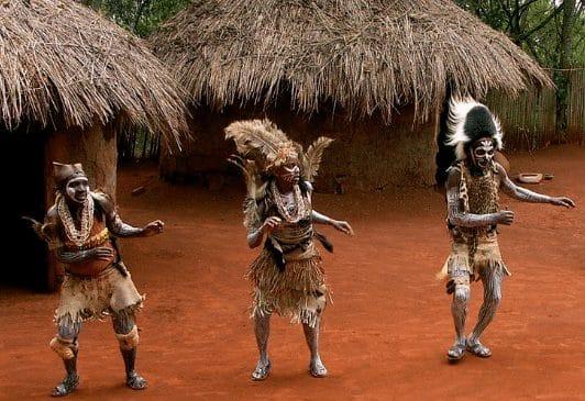 """""""Suku Kikuyu"""" Sejarah & ( Bahasa - Adat Istiadat - Rumah )"""