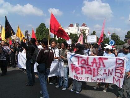 Kenaikan Harga BBM Disambut Aksi Demo