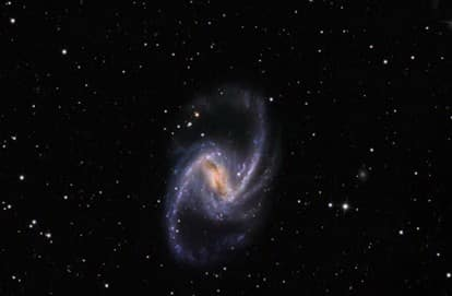 NGC 1365 di Fornax adalah galaksi spiral batang tipe SBb