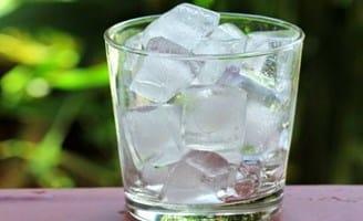 Es batu yang berasal dari air