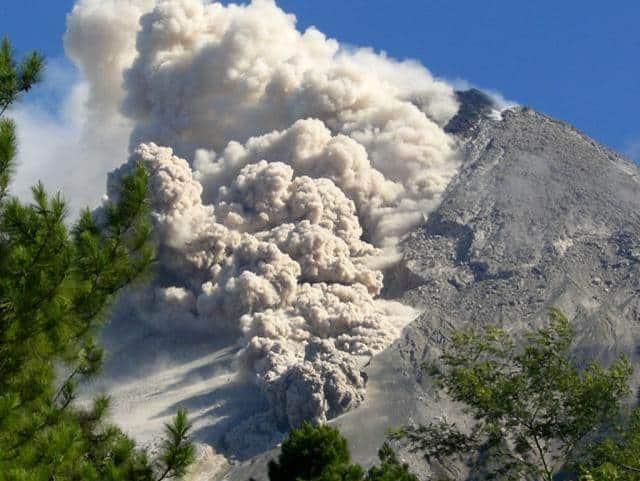 Aliran-piroklastik-(awan-panas)