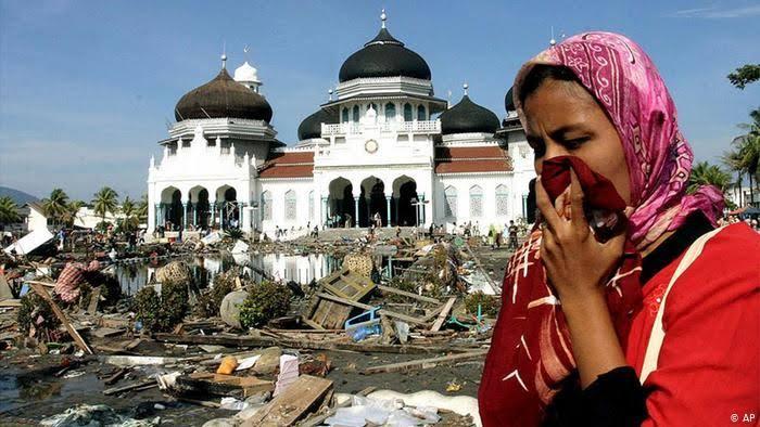 Tsunami-Melanda-Aceh