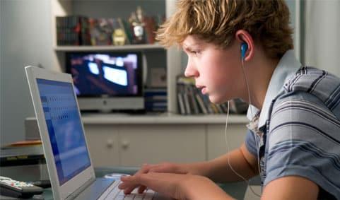 Contoh-Pidato-Tentang-Pengaruh-Internet-Terhadap-Remaja