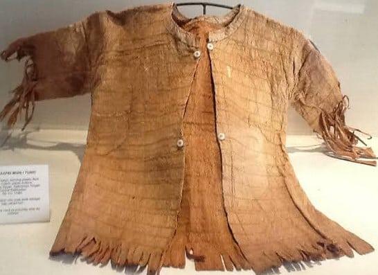 Pakaian-dari-kulit-kayu