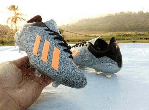 Sepatu-Sepak-Bola