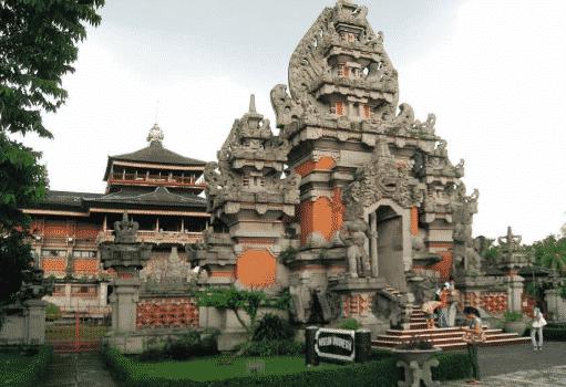 Rumah-Adat-Bali-Bernama-Angkul-Angkul