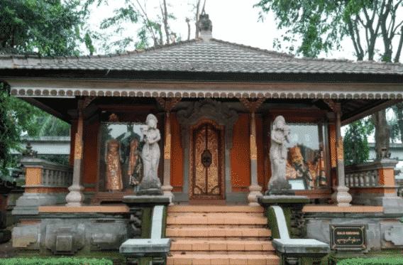 Rumah-Adat-Bali-Bernama-Bale-Gede