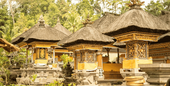 Rumah-Adat-Bali-Bernama-Gampura-Candi-Bentar