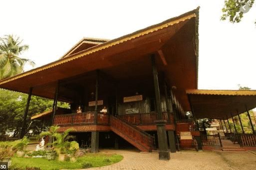 Rumah-Adat-Bandayo-di-Gorontalo
