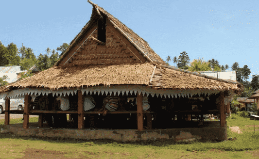 Rumah-Adat-Maluku-Utara-Bernama-Sasadu-&-safe