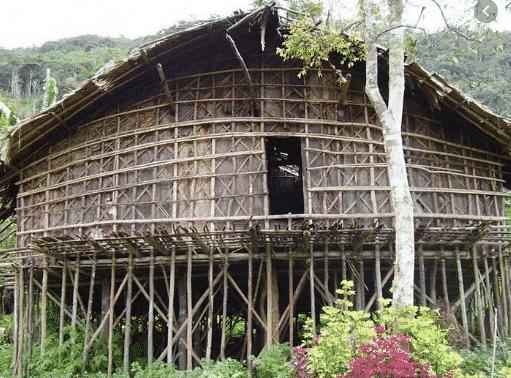 Rumah-Adat-Papua-Barat-Bernama-Mod-Aki-Aksa