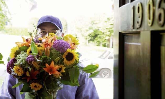 Mengirim-Bunga-ke-Alamat-Pelanggan