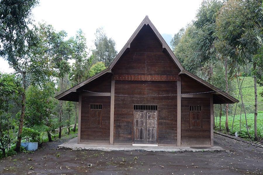 Rumah-Adat-Suku-Tengger