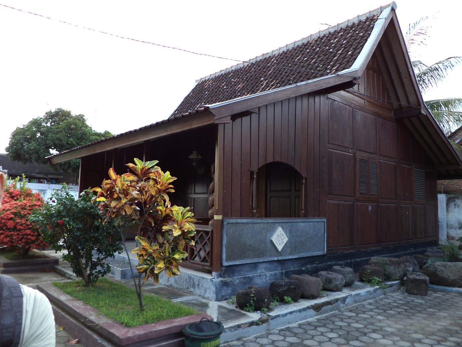 Rumah-Tradisional-Osing